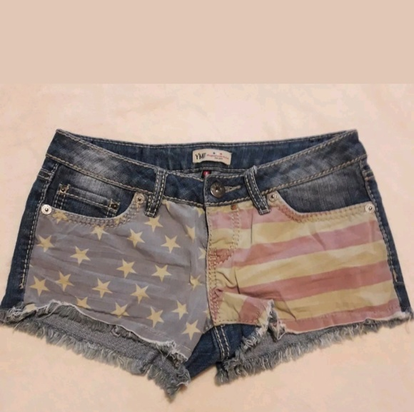 7d64994350 YMI 4th of July Shorts Women's Size 3. M_5ae48e2985e6050e65883ce3